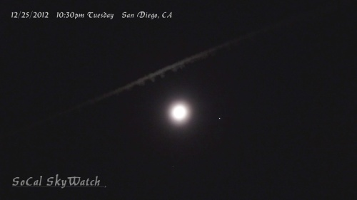 Chemtrail passes by the Moon-Jupiter conjunction.